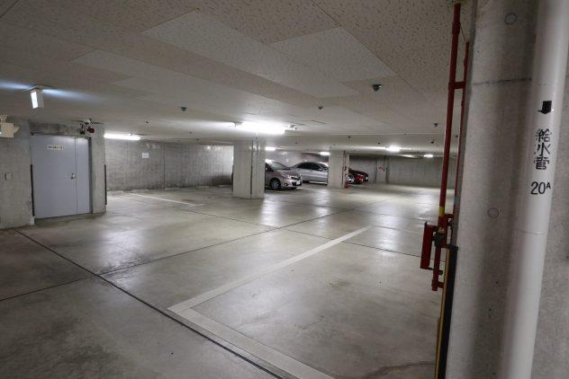 シャッター付き地下車庫(2台空きあり、2019年9月8日現在)